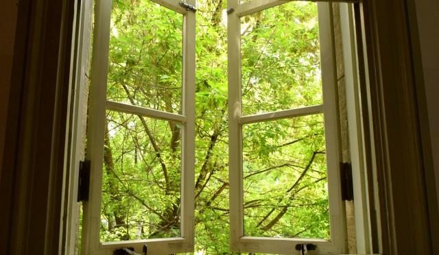 こころが曇ってきたな…と感じたら、窓を磨く。